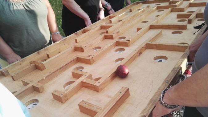 das Team-Kugellabyrinth ist ein perfektes Team-Wettkampf-Spiel im schwarzwald